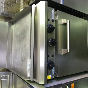 Luus 600 Oven Range LPG + Flat Grill
